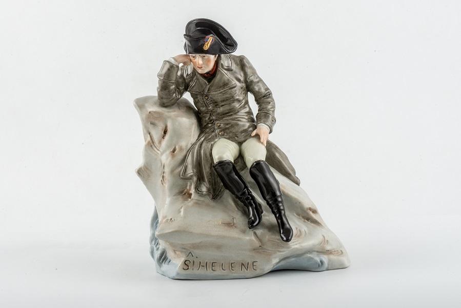 Наполеон на острове Св.Елены. Фарфор. Кон.19в. Собрание А.Вихрова